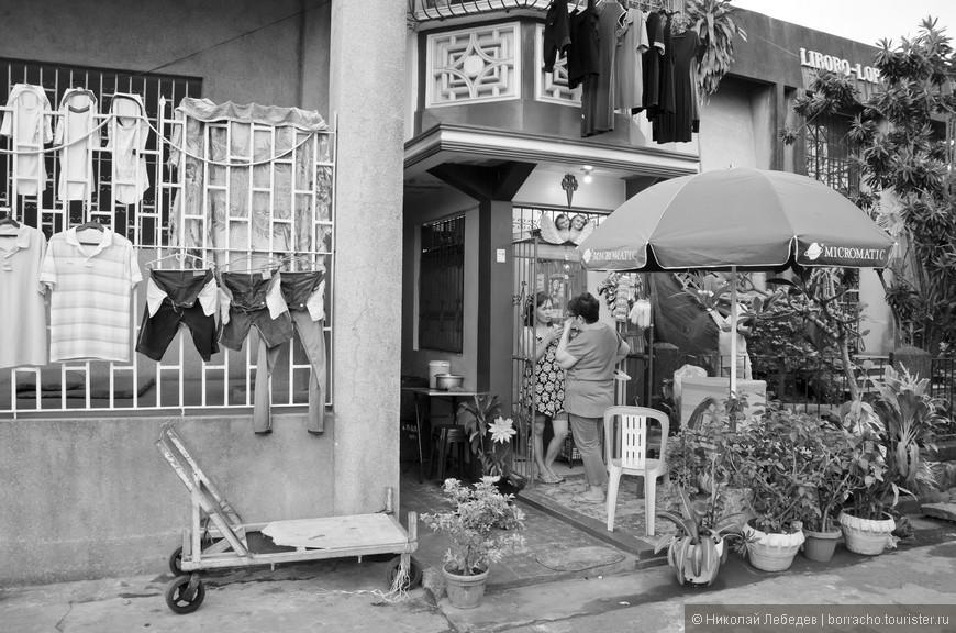 Manila_312_cemeteryBW.jpg