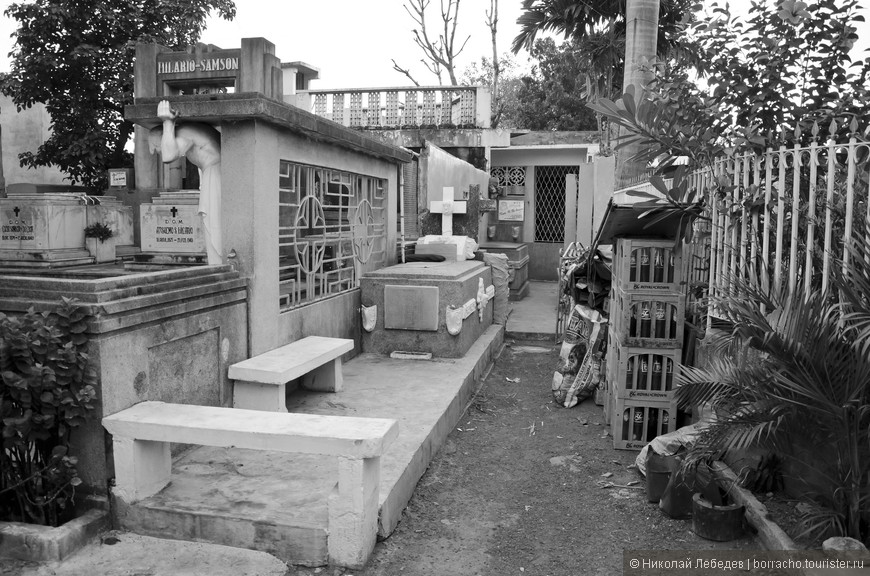 Manila_313_cemeteryBW.jpg