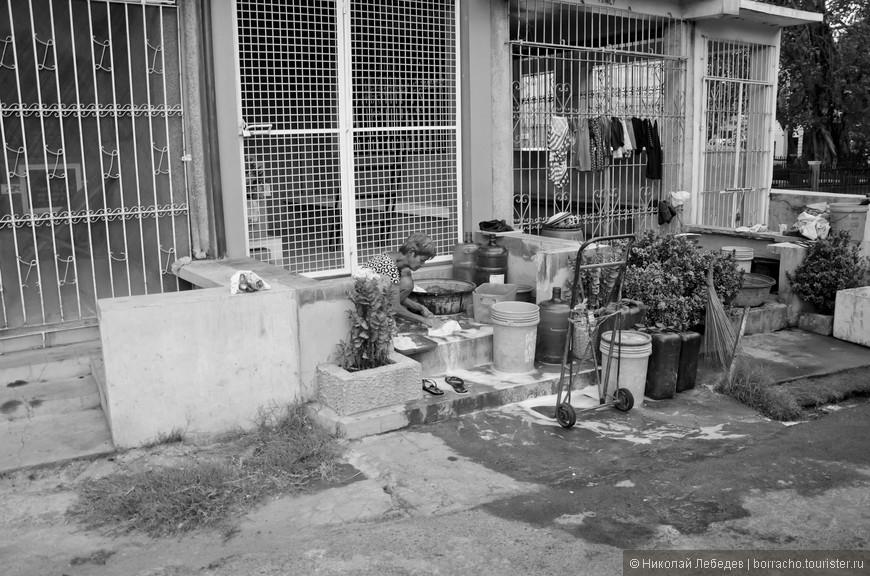 Manila_314_cemeteryBW.jpg