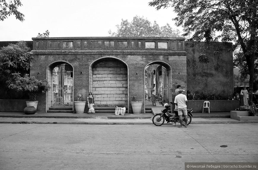 Manila_317_cemeteryBW.jpg