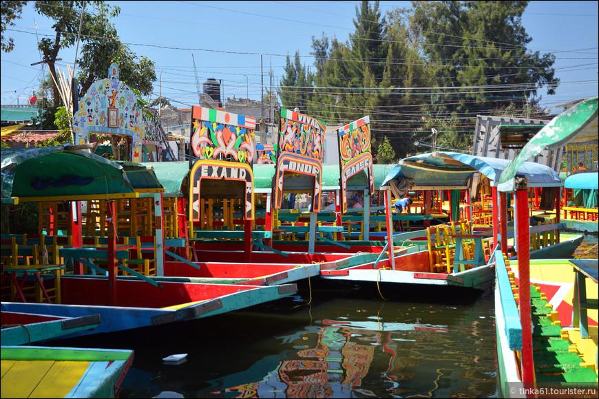 Часовая прогулка на лодке  стоит порядка 350 песо, и цену не сбавляют, как ни бейся! Если приехать сюда большой  компанией, то получается совсем дёшево, цена то за лодку, а туда может вместиться человек 10-15.
