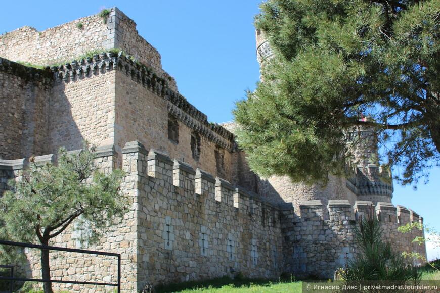 Очень красивый замок! Мансанарес Эль Реаль