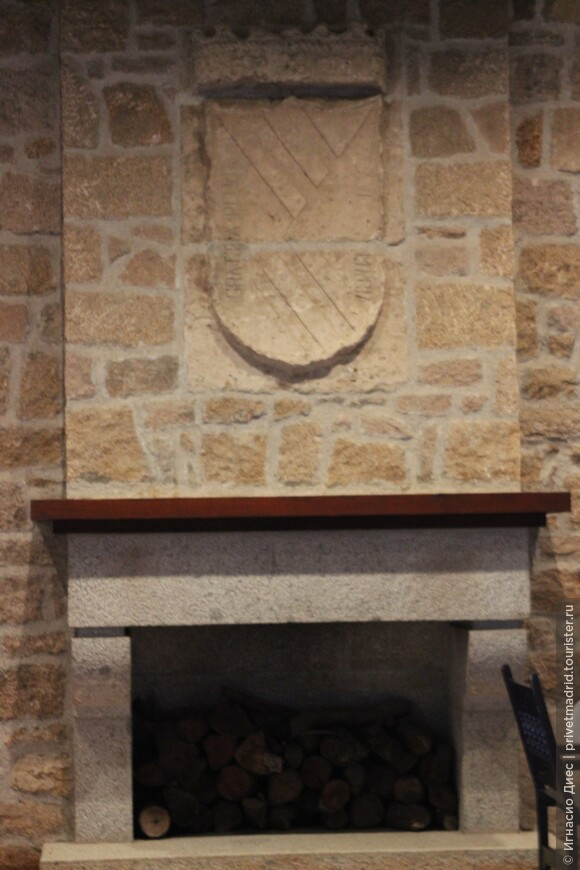 Камин древнего замка Мансанарес