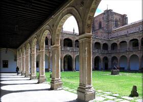 Внутренний двор Архиепископского дворца.