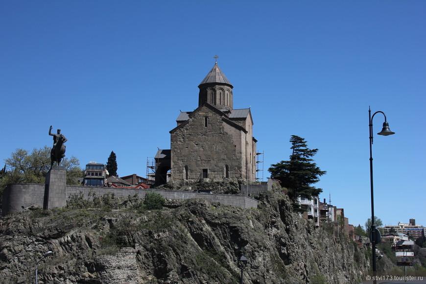 Церковь Метехи и памятник Вахтангу Горгасали основателю Тбилиси.