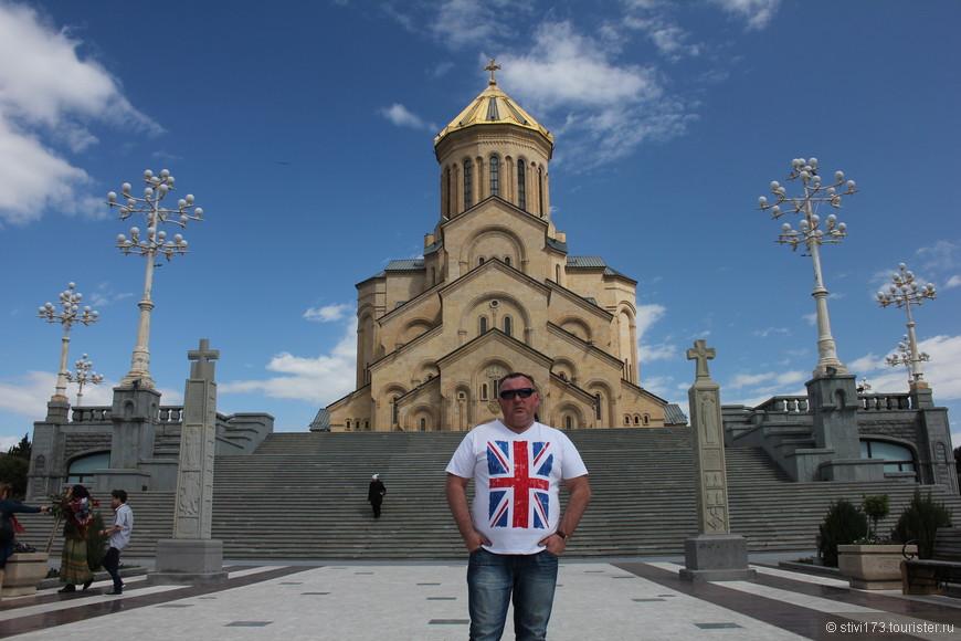 Цминда Самеба-новый кафедральный собор Грузии.