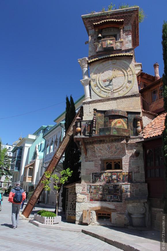 Театр марионеток Резо Габриадзе.