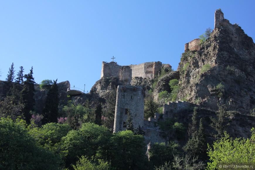 Крепость Нарикала, вид из Ботанического сада.