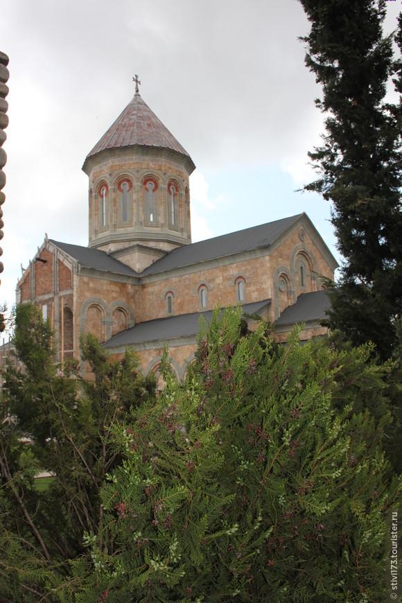 В монастыре Бодбе достраивают новый храм