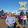 Конец 66 дороги на пирсе в Санта-Монике