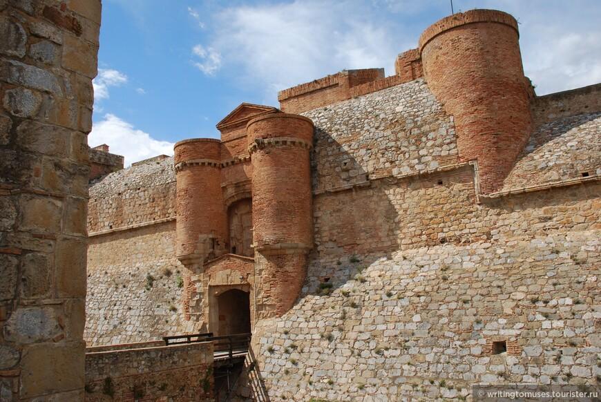 Замок в Сальсе между Перпиньяном и Лекатом.