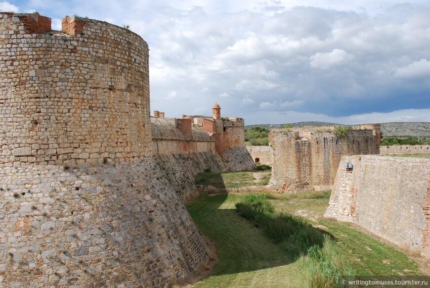 Замок в Сальс, построенный в мавританском стиле.