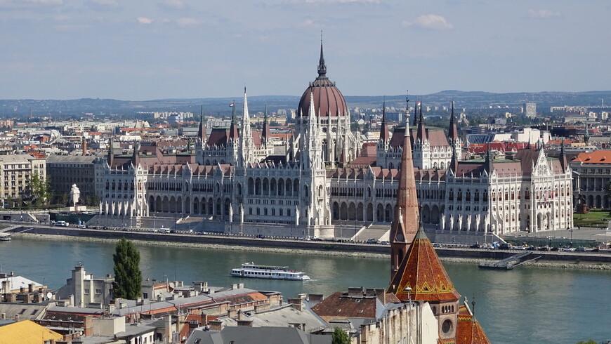 Резиденция парламента Венгрии на берегу Дуная в Будапеште.