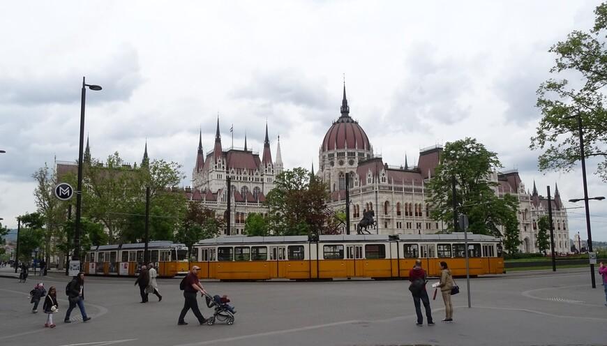 Символов города Будапешта  является здание парламента, выполненное в неоготическом стиле.