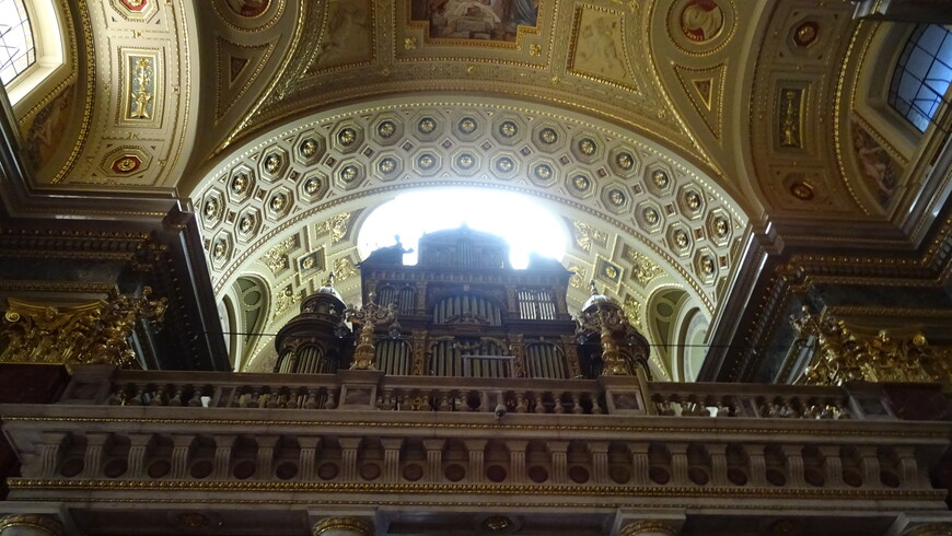 Базилика Святого Стефана — католический собор в Будапеште, крупнейший храм столицы Венгрии.
