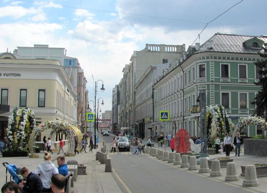 Улица Большая Дмитровка на пересечении со Столешниковым переулком