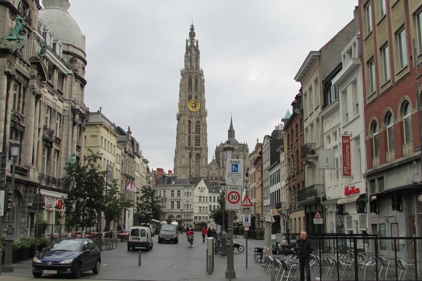 Собор Антверпенской Богоматери. Начат в XIV веке, однако строительство до сих пор не законченно (Южная башня возведена только наполовину).