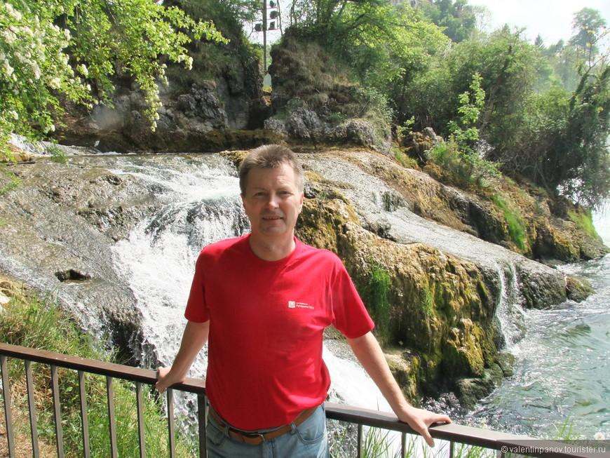 На некоторых участках водопад смотрится довольно-таки мирным, не тянет на один из крупнейших в Европе.