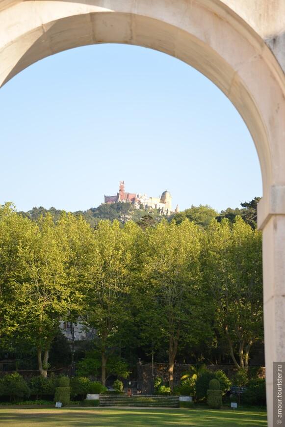 Вид на Дворец Пена из Синтры.