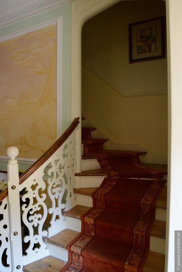 Лифта в 3-х этажном здании Quinta Das Murtas нет и подниматься приходится по такой лестнице.