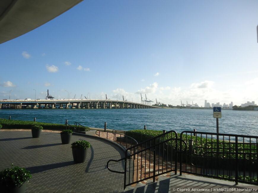 В дали остался мост который соединяет фактически два города- Майами и Майами -бич