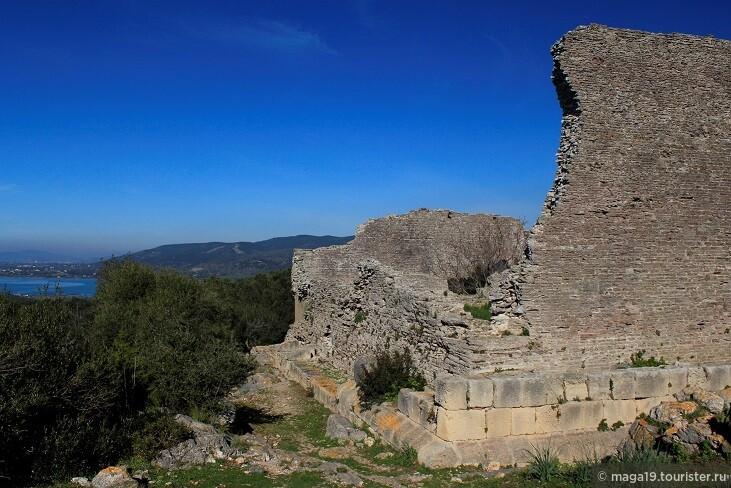 Древнеримская колония Коса. Развалины древнего храма.
