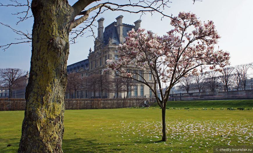 Главный дворец должен отражать то, какое место для себя определил монарх на карте мира. Лувр - заявка на успех.