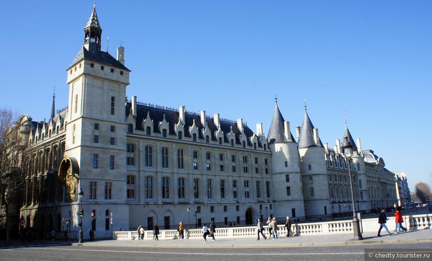 Долго пытался найти какие нибудь серьезные работы по «древней» экономике, ничего приличного не нашел. Создается впечатление что во Франции оставалось очень много свободных средств... Откуда почему? Откуда такие объемы гражданского строительства.