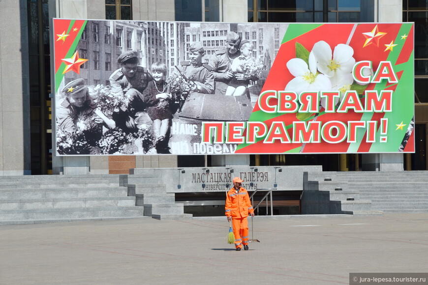 В Украине маковый цветок,у нас яблочный.Тут уж без комментариев.