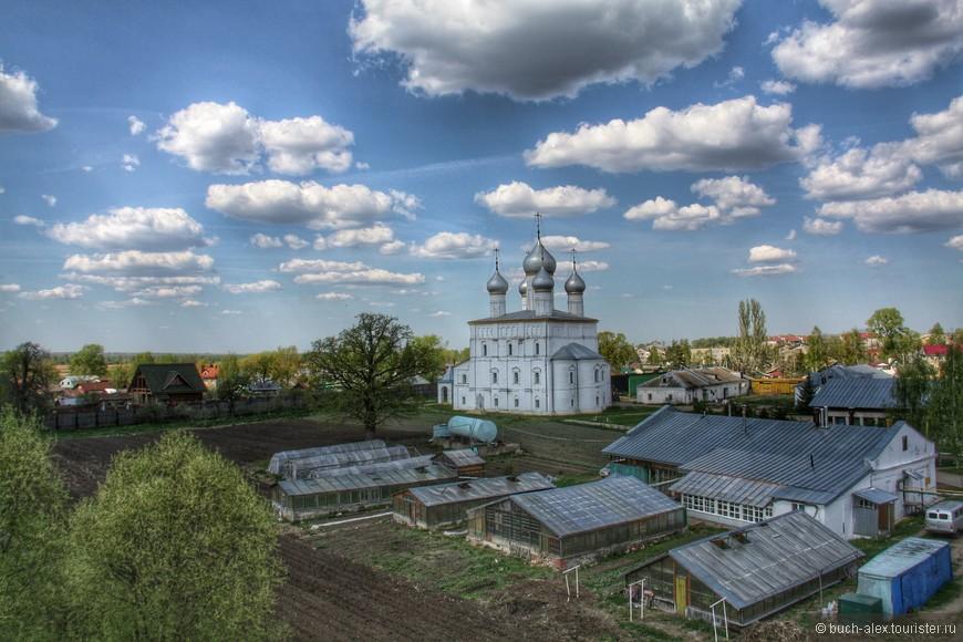 Преображенская церковь находится не на территории монастыря.