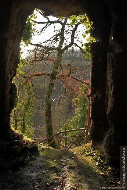 Археологически парк средневекового пещерного города Витоцца под Сорано.