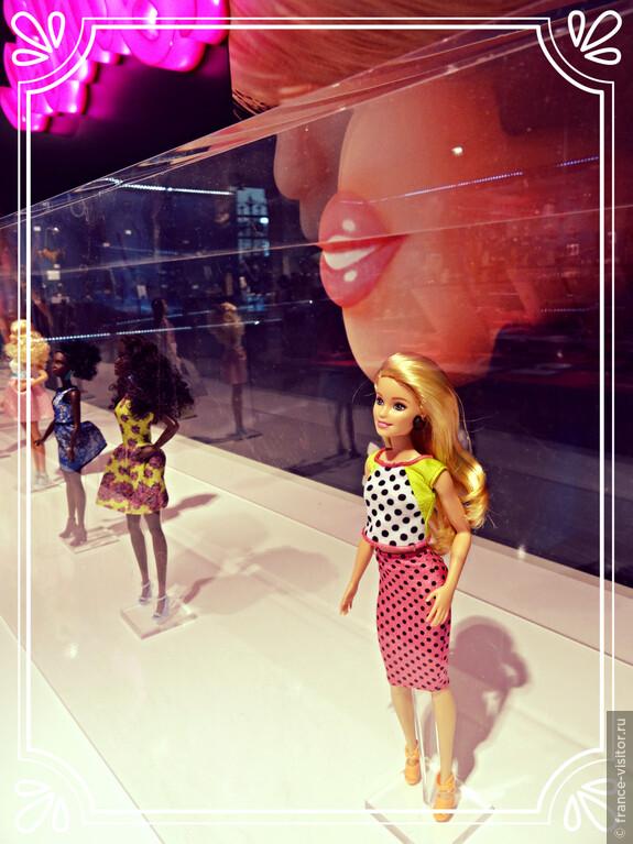 Выставка в Лувре, посвященная Барби