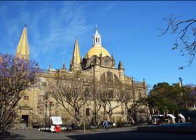 Выходим к Кафедральному Собору Гвадалахары.
