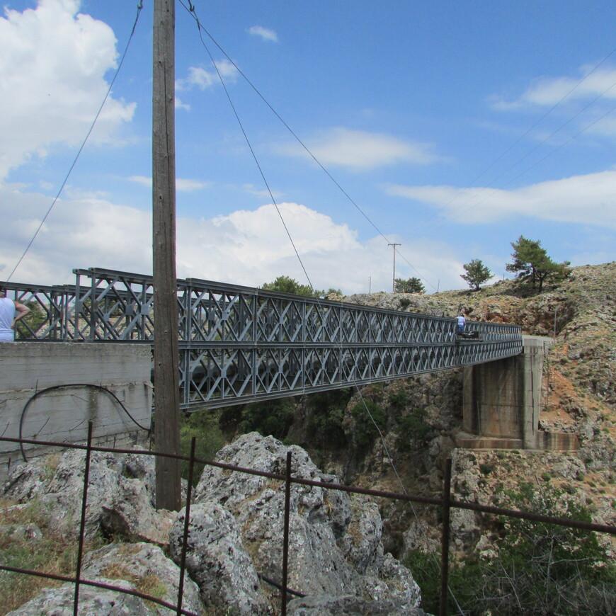 Только в 1986 г. братья Вардинояннисы из горной деревни Агиос Иоанннис построили за свой счет этот мост.