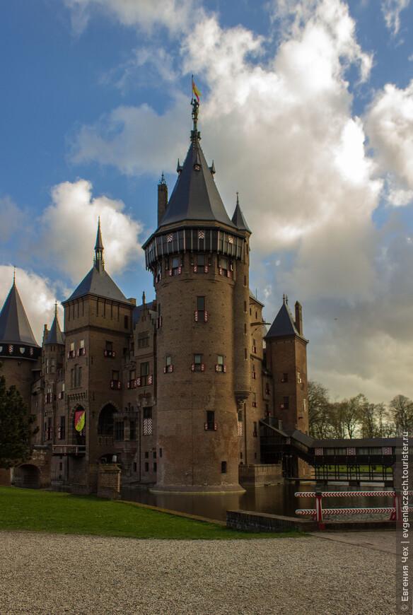 Для рекострукции замка был приглашен известный архитектор Питер Кёйперс. Работа заняла 20 лет  - с 1892 по 1912 гг.