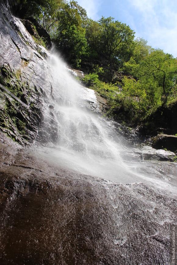 Фото с риском для камеры))) От самого подножия водопада