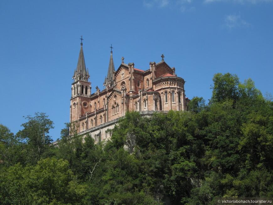 Вид на базилику в святилище Ковадонга