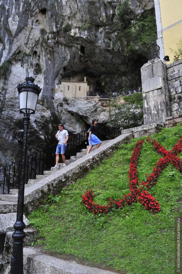 подъём к Святой пещере