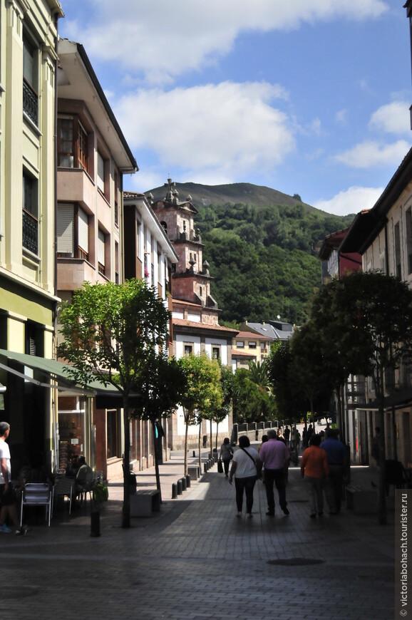 Улочки Кангас де Онис уютны и колоритны с множеством ресторанчиков и кафе.