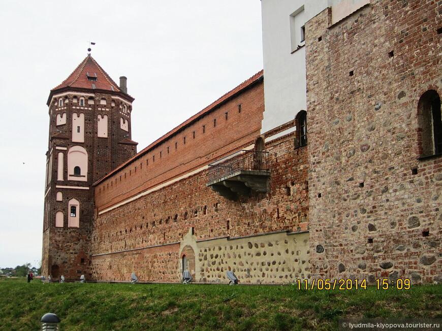 27 апреля 1706 года в Мир вошли войска Карла XII. Город горел, пылал замок, было разрушено все, что недавно было восстановлено. Лишь в 30-х годах XVIII века замок был восстановлен полностью.