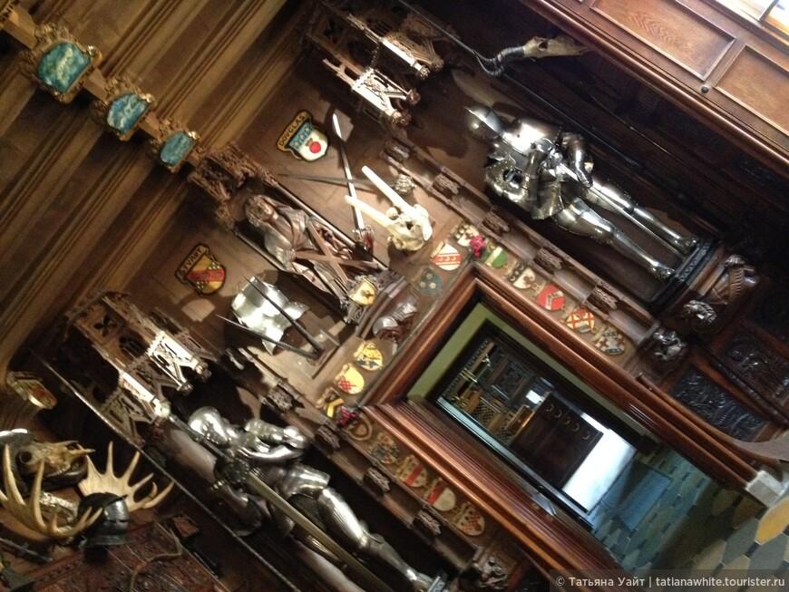 Стиль жизни в замке был приближен к средневековому, и В. Скотт называл Абботсфорд «жилищем, похожим на сновидение».