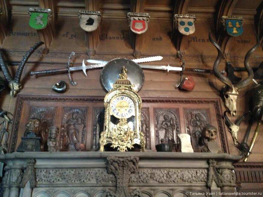 Гербы, шпаги, щиты, и ....моменто мори...черепа. Помни о смерти.