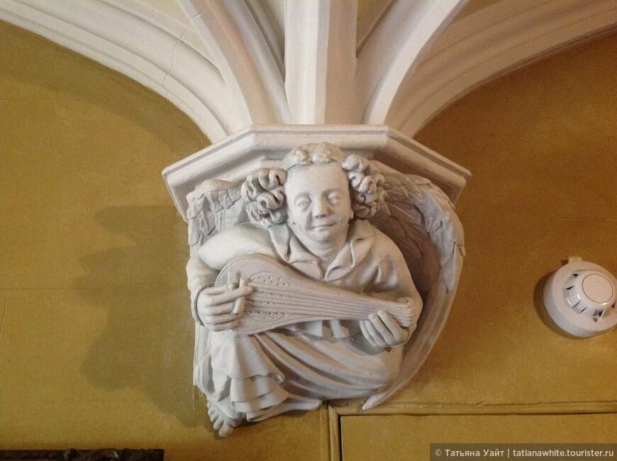 Если вы были в Капелле Рослин - вы вспомните этого персонажа из Придела Богородицы :-)
