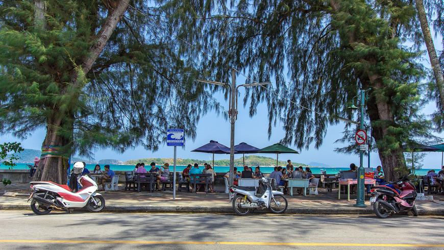 Вид на остров Бон с набережной Раваи, Пхукет.