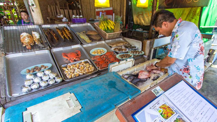 Морепродукты в одном из ресторанов на набережной Раваи