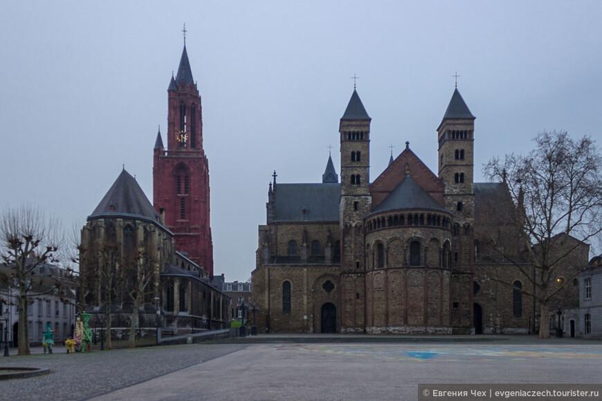 Церковь святого Иоанна Крестителя (слева), находится в непосредственной близости от базилики святого Серватия, поэтому их еще иногда называют «церкви-близнецы».