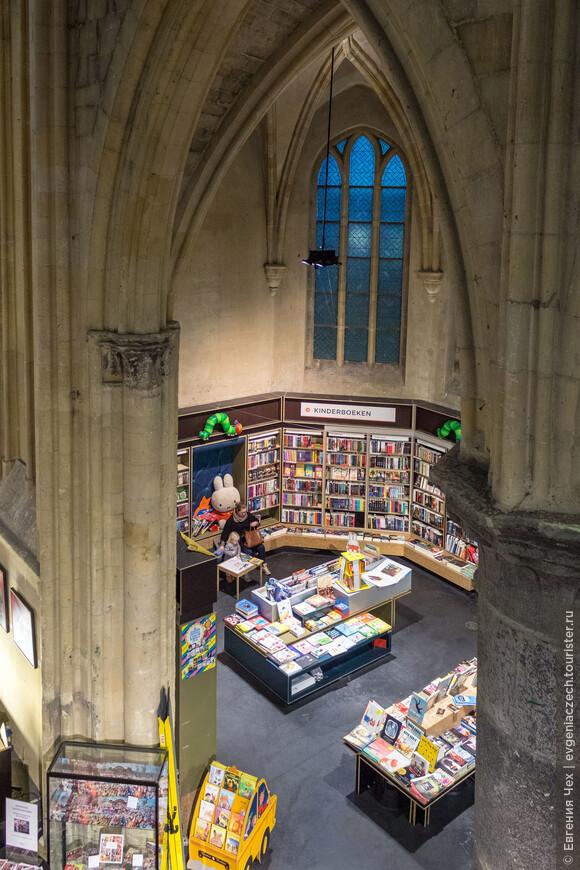 ...и книжный магазин