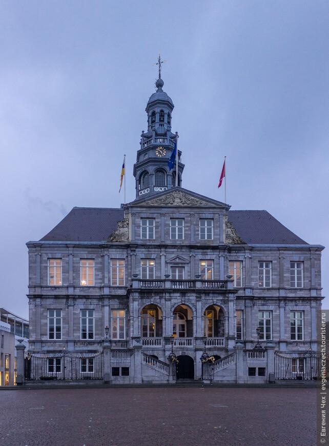 В 1664 году в новое здание ратуши переехала городская администрация. В 1684 году была достроена башня.