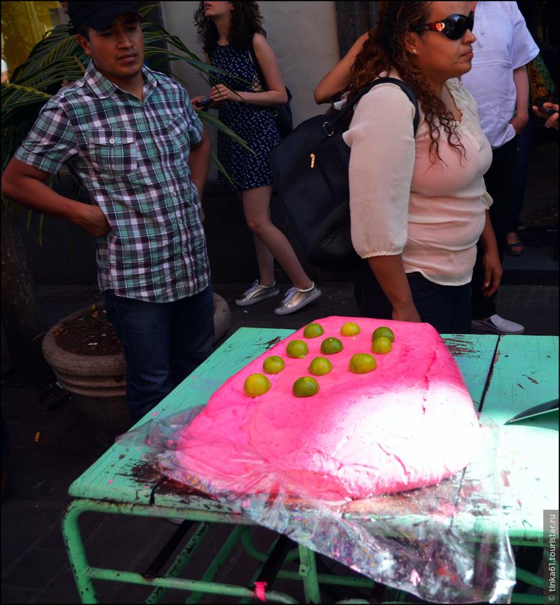 Какая-то местная сладость ядовито-розового цвета.