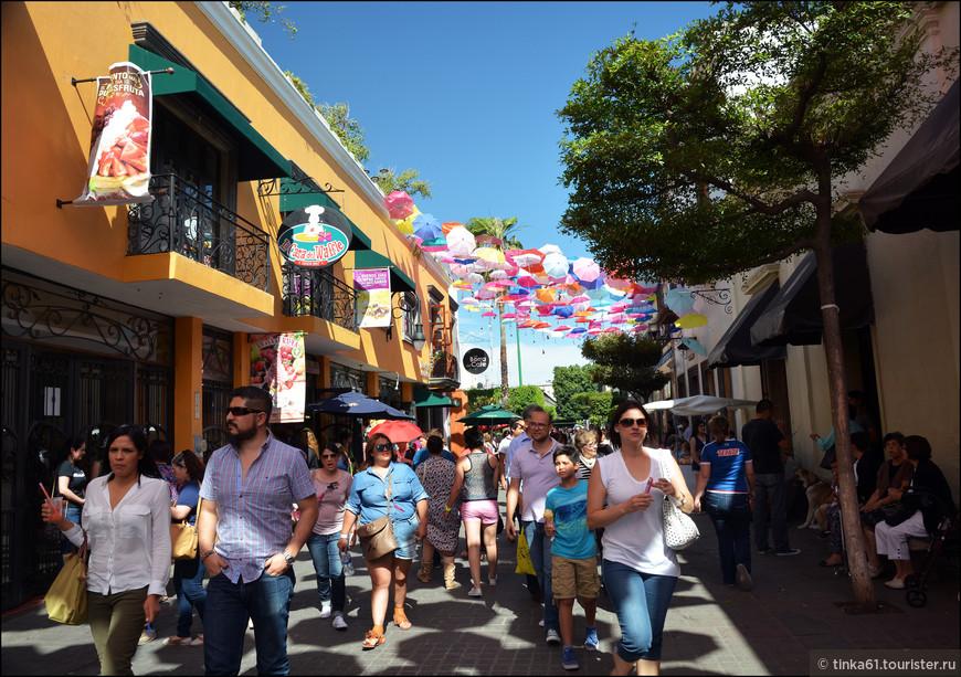 Народу на улицах было очень много, но значительно меньше, чем в самой Гвадалахаре.